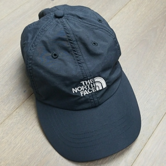 The North Face Throwback Tech Baseball Hat Cap. M 5aac37bdb7f72b72091b2f7f 4ae4653aa80